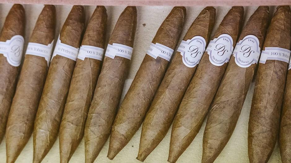 Blick in die Zigarrenmanufaktur Don Stefano. In Heuchelheim wird Tabak aus Brasil, Sumatra, Cuba und Nicaragua verarbeitet.