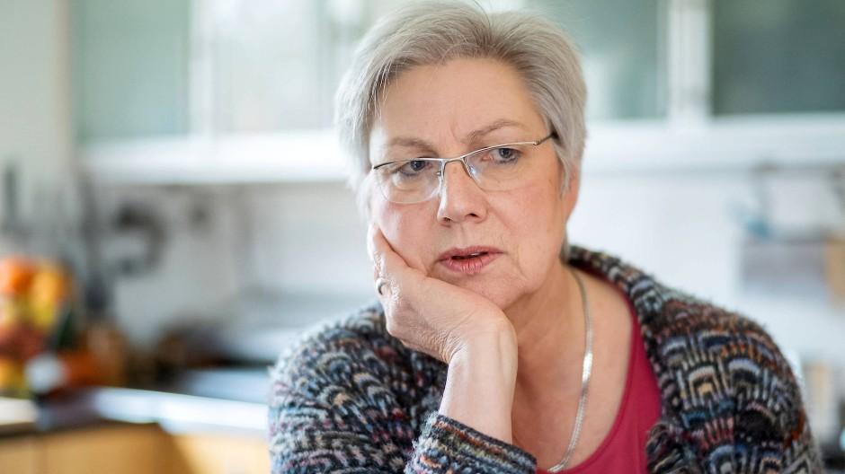 Nachdenklich: Die 60 Jahre alte Juristin Petra Rossbrey will sich der Aufgabe an der ehrenamtlichen Awo-Spitze stellen.