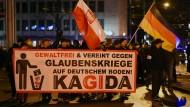 Nordhessischer Ableger der Pegida-Bewegung: die Kagida. Anhänger demonstrieren hier Anfang 2015 in Kassel.