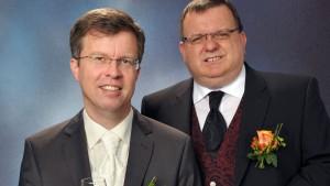 Paar von Debütrolle bei Homo-Segnung überrascht