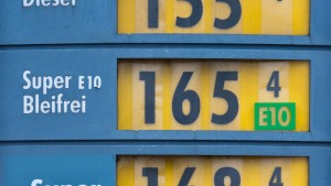 Den Benzinpreis am Vortag der Behörde melden