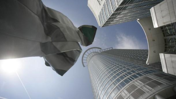 Genossen hoffen auf günstigere Produkte der DZ Bank