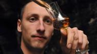 """""""Spirituosenschmied"""": Gregor Thormann aus Bensheim sucht nach neuen Gin-Kreationen"""