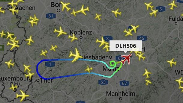 Lufthansa-Jet dreht wegen Schmorgeruchs um