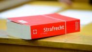 Vor Gericht: Neonazis müssen sich in Frankfurt wegen einer Vergewaltigungsserie verantworetn