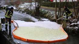 Feuerwehr nach Altöl-Unfall in Alsfeld weiter im Einsatz