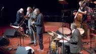 Vielseitiger Klangabenteurer: Pianist Wolfgang Dauner, hier bei einem Jazzkonzert mit dem Mangelsdorff Dauner Quintett in der alten Oper in Frankfurt.