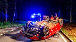 Mit Promille im Blut gegen Baum gefahren: Beifahrer stirbt