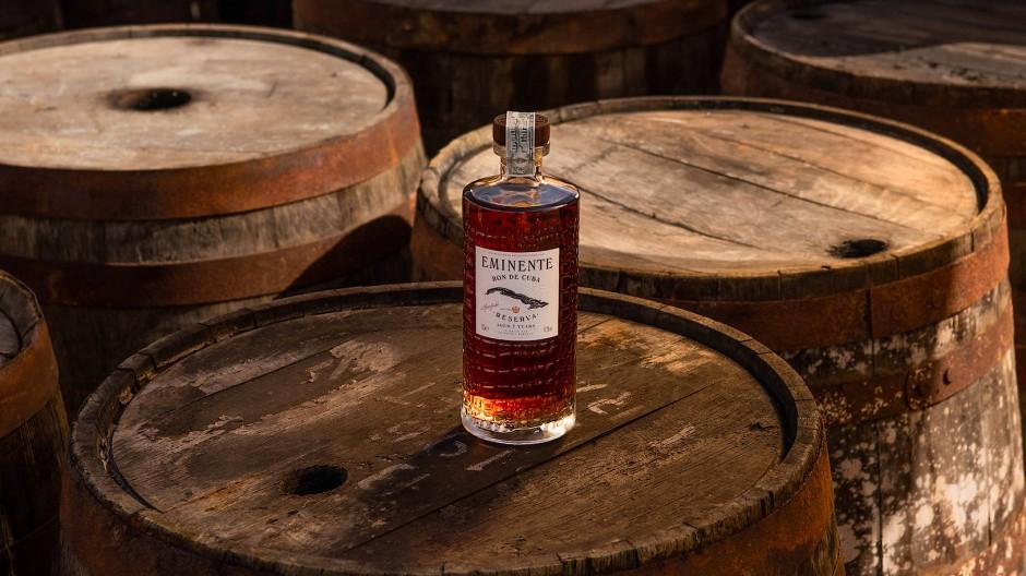 Kraftvoll und facettenreich: Der Eminente Reserva reift sieben Jahre lang in alten Bourbon-Fässern aus amerikanischer Eiche.