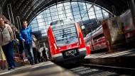 Von wegen Schräglage: Der RMV verspricht mehr S-Bahn-Verbindungen und mehr Plätze