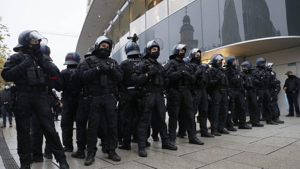 "Trotz Demonstrationsverbots ""Querdenker"" auf dem Römerberg"