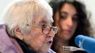 Überlebte die Arbeits- und Vernichtungslager im Zweiten Weltkrieg: Esther Bejarano bei einem Zeitzeugengespräch in Fulda.