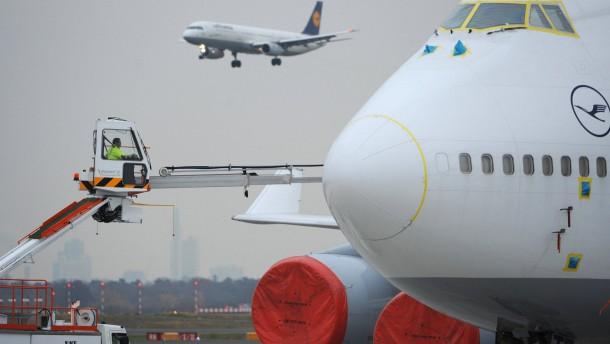 Frankfurter Flughafen rüstet Winterdienst auf