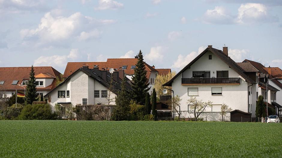 Freistehende Wohnhäuser im Grünen: Für viele ist dieser Traum nicht bezahlbar.