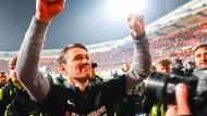 Das Strahlen der Sieger: Trainer Niko Kovac mit geballter Faust