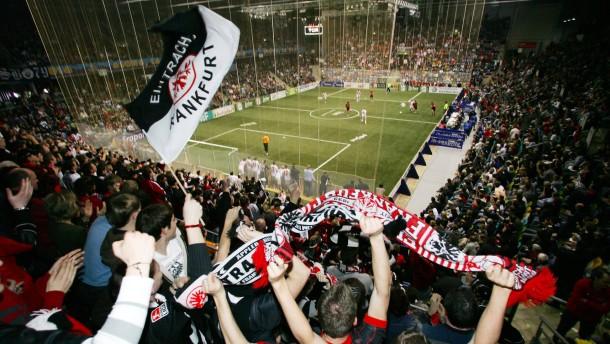 Eintracht verpatzt Derby in der Halle