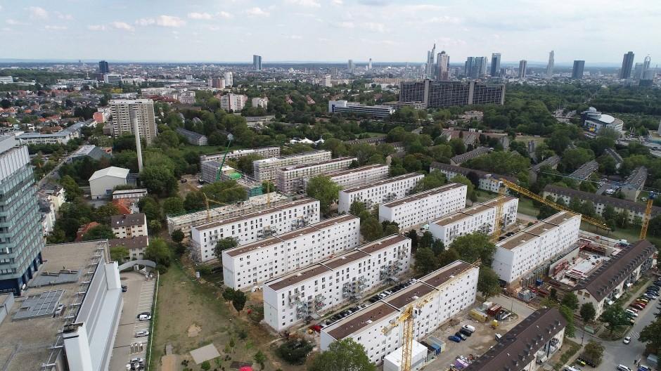 Umgebaut: Die Platensiedlung wurde aufgestockt und ergänzt. Doch viele Wohnungen stehen leer.