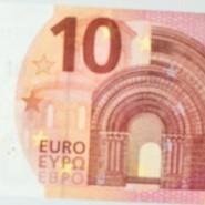 Zehner: Die hessische Bundesbank-Präsidentin Diana Rutzka-Hascher zeigt den neuen Schein.