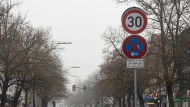 Vergänglich: Zum Monatsende verschwinden die Tempo-30-Schilder aus der Kaiserstraße in Friedberg und anderen Zonen in der Stadt wieder