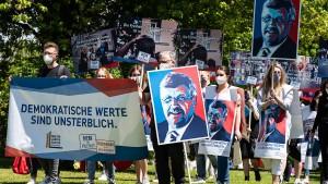 Sternmarsch und Mahnwache zum Gedenken an Walter Lübcke