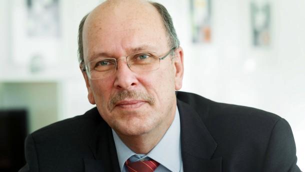 Stefan Grüttner - Der hessische Sozialminister (CDU) äußert sich im Interview zur Zukunft der kommunalen Krankenhäuser und die Anstrengungen des Landes für deren Erhalt.