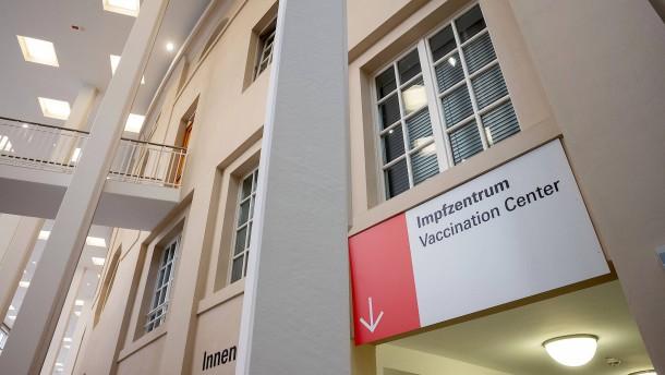 Ein Impftermin nach sieben Stunden in der Warteschleife