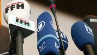 Konkurrenz: FFH verliert deutlich an Zuspruch, hat aber weiter so viele Hörer wie keine andere Welle. Der Hessische Rundfunk schneidet gemischt ab.