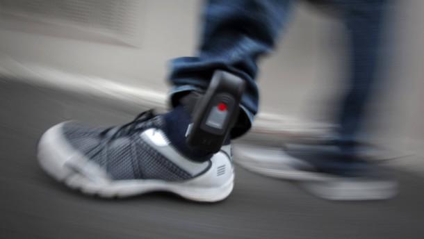 Justizministerin will Fußfessel für Extremisten