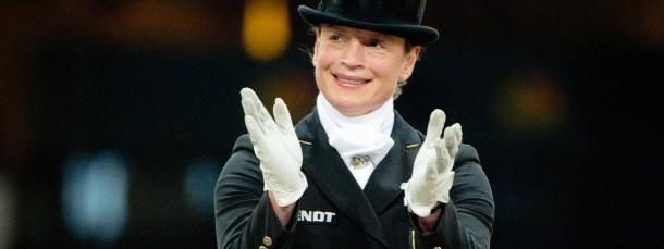 Applaus, Applaus: Isabell Werth fällt als Gewinnerin des Tages und als engagierte Ausbilderin positiv auf.