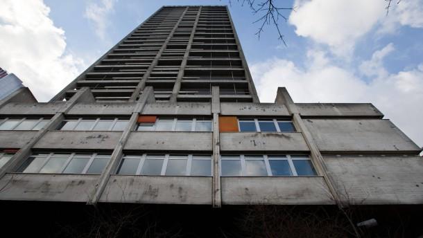 "AfE-Turm - Jahrzehntelang war ""der Turm"" Hort der kritischen Wissenschaft an der Frankfurter Goethe-Universität, nun soll er abgerissen werden."