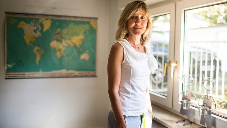 Sucht und findet Menschen auf der ganzen Welt: Sabine Benisch vom Verein Familie International Frankfurt.