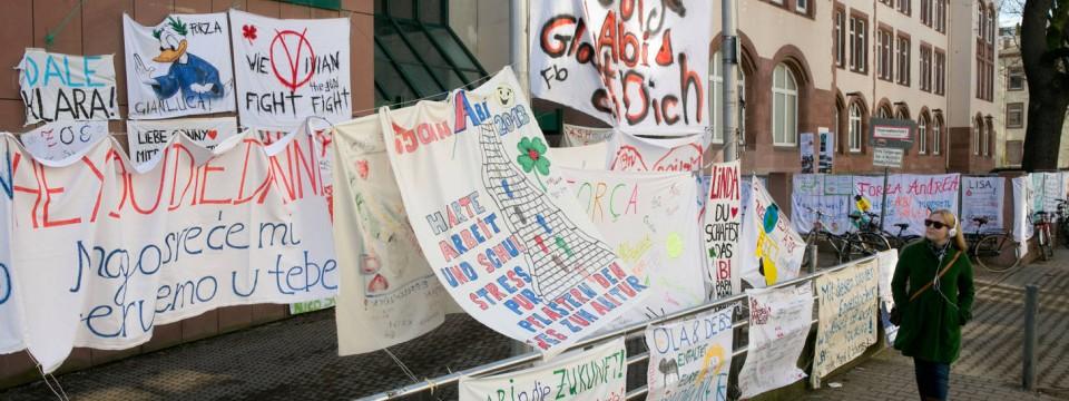 Mutmacher: Die Abiturienten Der Musterschule Dürfen Sich Der Solidarität  Ihrer Eltern Und Freunde Sicher Sein