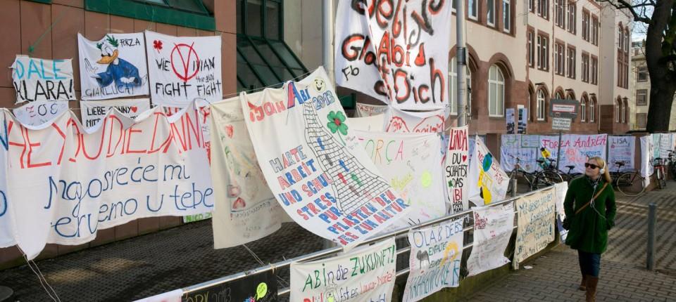 Brauch An Gymnasien Gebührenordnung Für Abi Plakate Rhein Main Faz