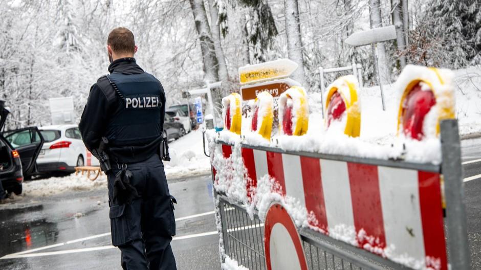 Die Maßnahmen der Polizei gegen die teils chaotischen Zustände im Taunus sorgen für Ärger.