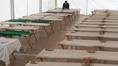 In der überfüllten hessischen Erstaufnahmeeinrichtung in Gießen müssen die Menschen derzeit in Zelten untergebracht werden.