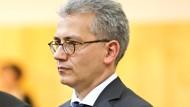 Mäßig begeistert von Gabriel Energieplänen: Hessens neuer Wirtschaftsminister Tarek Al-Wazir (Die Grünen)
