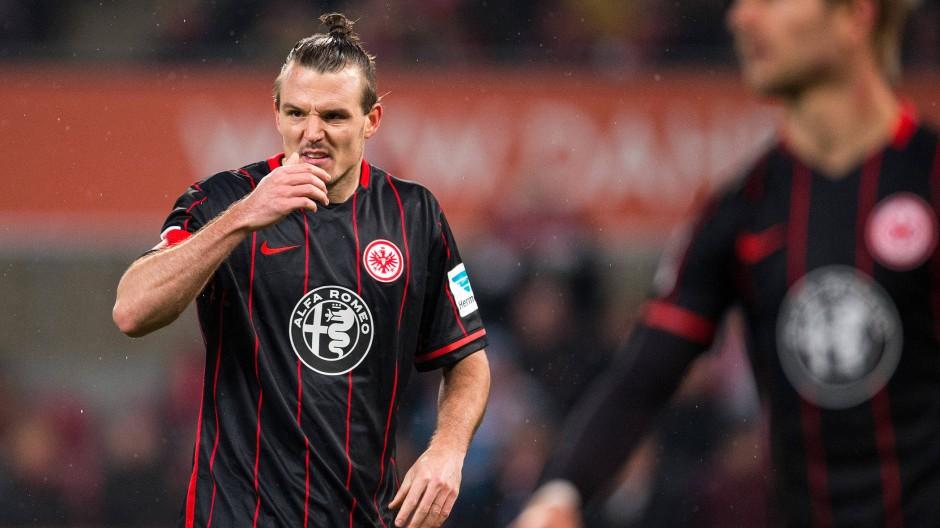 Verletzt, aber keinesfalls standardmäßig: Eintrachts Torschütze Alex Meier hat sich den Hoffa'schen Fettkörper eingerissen.