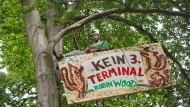 Umweltschützer bauen Protest-Camp auf