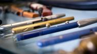 Frau durch Schuss aus Kugelschreiber getroffen