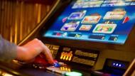 Hessen führt Sperrdatei für Spielhallen-Kunden ein