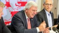 Schwarz-grünes Kabinett: Volker Bouffier (CDU) verkündet am Dienstag die CDU-Minister.