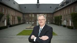 Präsident Cremer verlässt EBS nach zwei Jahren