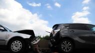 Teurer Patzer: Ein Unfall treibt die Versicherungskosten in die Höhe - gut dran, wer zumindest den günstigsten Tarif hat.