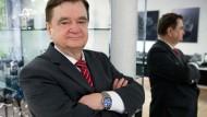 Sinn im Herzen und am Handgelenk: Lothar Schmidt, seit 1994 Inhaber und Geschäftsführer des Uhrenherstellers, war vorher bei IWC in Schaffhausen
