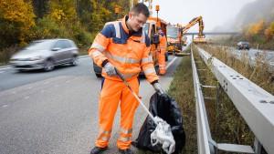 Entsorgung von Müll an Autobahnen kostet Millionensumme
