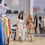 Mutig: Marijana Biscanic (links) und ihre Schwester Michaela Hargovic in ihrer Boutique