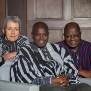Forschende Familienbande: Carola Lentz mit Isidore Lobnibe und Stan Meda (von links).