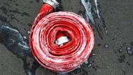 Einsatz: Kräfte der Feuerwehr retteten einen Mann aus dem Asylbewerberheim - alle anderen konnten sich selbst retten (Symbolbild)