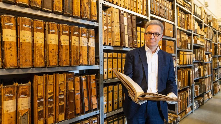 Hat viele Lieblingsstücke: Dr. Martin L. Müller, Leiter des Historischen Instituts der Deutschen Bank