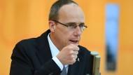 Will den Chefposten des Hessischen Landeskriminalamtes künftig mit einem politischen Beamten besetzen: Peter Beuth